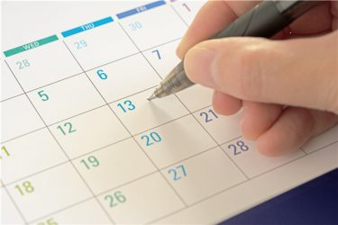 ホルモン補充周期で凍結胚移植をする場合、移植日の決め方の基準は?